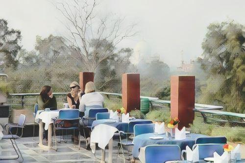 India-Agra-hotel-taj-resorts0-low.jpg