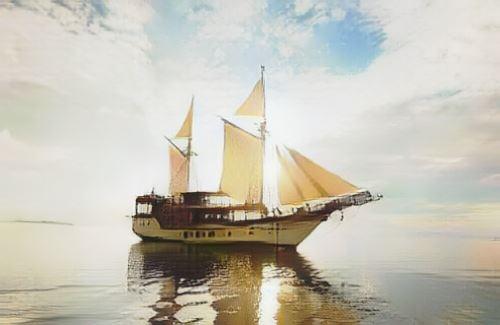 Indonesia-Plataran Phinisi-komodo-plataran-boat0-low.jpg