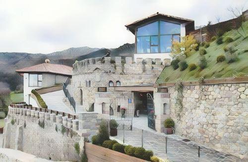 España-Picos de Europa-picos-de-europa-puebloastur-ecoresort0-low.jpg